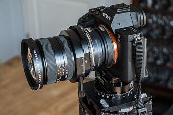 Mit Novoflex-Adaptern das Super-Angulon LEICA R PC 2,8/28 mm an SONY anschließen. Bonnescape.de