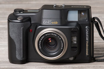 Meine Kameraausrüstung: FUJIFILM GA645W, 6x4,5 cm analoges Mittelformat zum Mitnehmen auf Reisen. Foto: bonnescape.de
