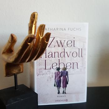 Eva Wlodarek - Buchrezension - Katharina Fuchs: Zwei Handvoll Leben