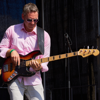 Maruszczyk Jazz Bass Stadtfest Lüneburg Bassist auf Bühne