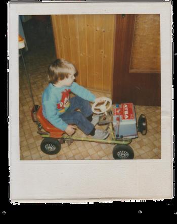 Ich, Marco, 4 Jahre mit Fahrzeug Marke Eigenbau