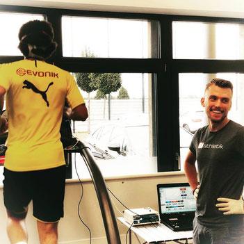 Axel Witsel vom Borussia Dortmund  bei der Leistungsdiagnostik