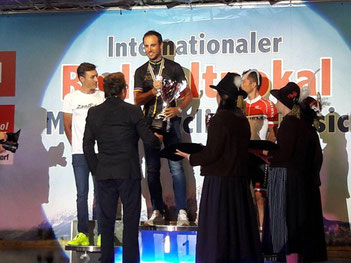 Der von iQ athletik trainierte Hanno Rieping siegt beim Radweltpokal