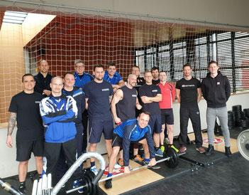 Feuerwehr-spezifisches Fitnesstraining mit den iQ athletik Trainingsexperten und Einsatzbeamten der Feuerwehr Frankfurt