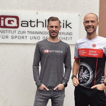 Georg Heckens von Eintracht Frankfurt mit seinem langjährigen Coach Sebastian Mühlenhoff von iQ athletik