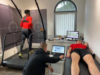 U19-Spieler von Eintracht Frankfurt bei der Leistungsdiagnostik im Trainingsinstitut iQ athletik