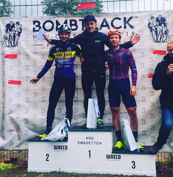 Der von iQ athletik trainierte Radsportler Gerrit Rosenkranz gewinnt beim NRW Cross-Cup in Emsdetten