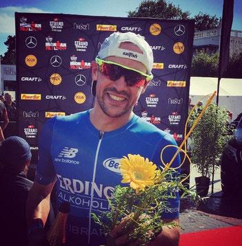 Der von iQ athletik mit Leistungsdiagnostik unterstützte Triathlet Patrick Lange siegt beim 70.3 Ironman Rügen