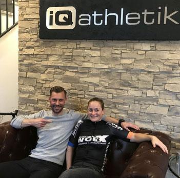 Sebastian Mühlenhoff von iQ athletik und die Elite-Athletin Nina Kuhn