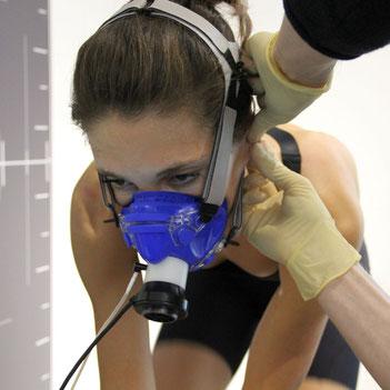 Julia Lange bei der Leistungsdiagnostik im Trainingsinstitut iQ athletik