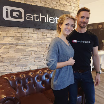Die Bad Homburger Laternenkönigin Nicole II. zu Besuch im Trainingsinstitut iQ athletik