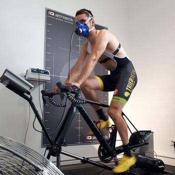 Duathlon-Weltmeister Tobias Eise bei der Leistungsdignostik im Trainingsinstitut iQ athletik
