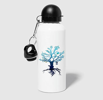 Immer einsatzbereit ist diese praktische Trinkflasche mit Karabinerhaken. Damit Du immer abgesichert und versorgt bist mit einem frischen Getränk. deisoldcreations schafft praktische Möglichkeiten für Deine Abenteuer und Reisen.