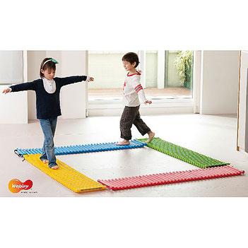 Les tapis tactiles pour enfants. Matériel sportif et pédagogique enfants à acheter pas cher.