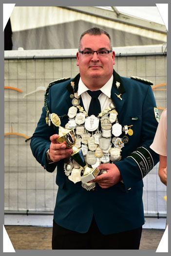 Der König als treffsicherer Schütze und Gewinner des Schützenwanderpokals sowie des LG-Pokals und auch des Kombi-Pokals.