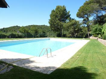 location vacances à Begur maison adossée avec grande piscine privée