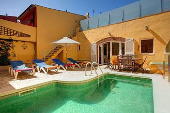 Maison de village à louer pour les vacances avec piscine privée à Begur