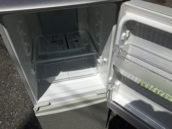 SHARP2ドア冷蔵庫の冷蔵部分