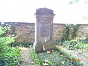 Patenschaftsgarb der Stuckateurinnung Köln, Stiftung der Bronzeinschrift durch die Firma Friedrich Antoni GmbH