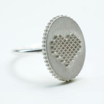 geborduurde hartjesring, zilveren ring