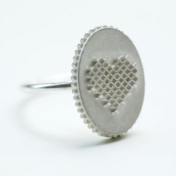 hartje ring, ovale ring zilver in borduursteek, hartje ketting, handgemaakte sieraden