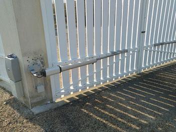 Motorisation de portail PVC avec vérin long par C-Automatique