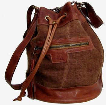 sac bourse ou seau en cuir naturel et lin avec pompon création artisanale