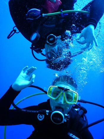 Unter Wasser upsidedown| Foto: Corinna Schiele
