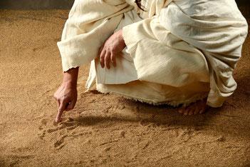In den Sand geschrieben ... Die Kraft der Vergebung