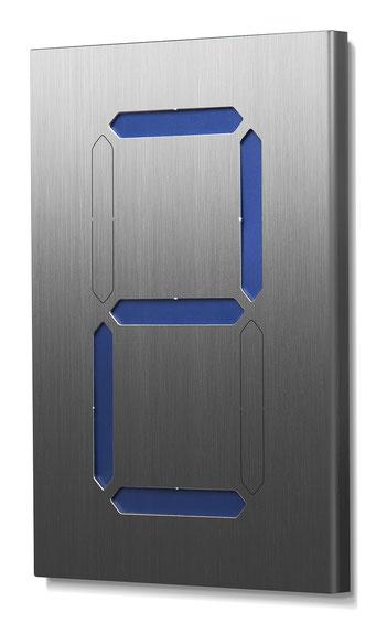 Beispiel für eine einstellige Segment-Hausnummer mit blauer Farbkarte