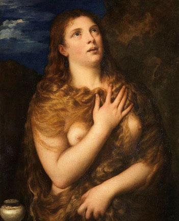『悔悛するマグダラのマリア (ティツィアーノの絵画)』Wikimedia  (1530〜1535年/ピッティ美術館)  マグダラのマリアを描いた絵画の一例です。この絵でもマグダラのマリアの髪は茶色ですね。