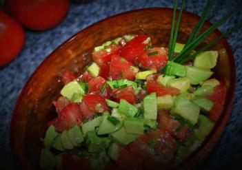 Detox Rezept: Avocado-Tomaten-Salat