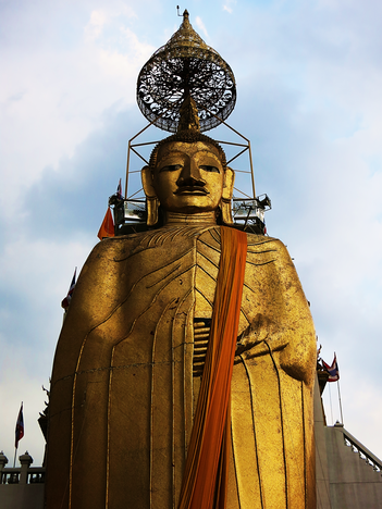 32 m hohe Buddhafigur im Wat Intharawihan