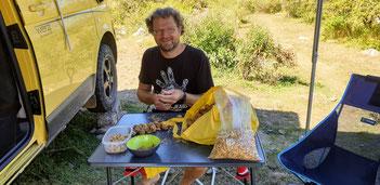 Wir knacken die Nüsse aus Guanchin