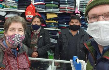 Einkaufen in Chilecito bei einem netten Ehepaar aus Bolivien