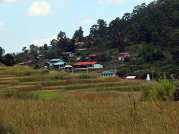 Dorf in den Hügeln bei Loikaw