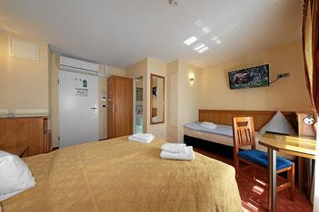 Dreibettzimmer (auch 3 einzelne Betten möglich)