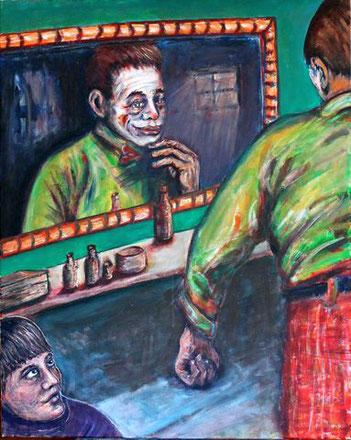 Junge beobachtet einen Clown vor einem Spiegel, der sich auf seinen Auftritt vorbereitet.