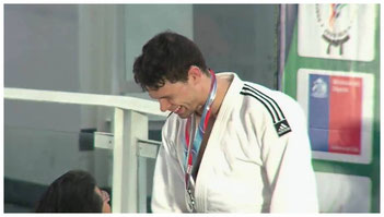 Olivier Gobeil St-Amand recevant sa médaille d'argent