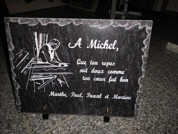 Plaque funéraire personnalisée par motif et texte gravés