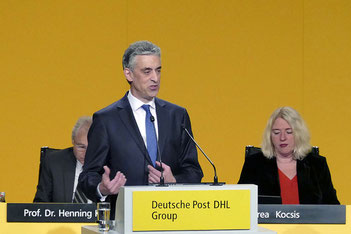 DP-DHL Chief Frank Appel made a clear plea for global trade, criticizing protectionism at the company's Annual General Meeting  -  photos: DP-DHL