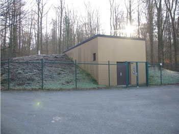 der 2005 neu erstellte Hochbehälter II im Bergwald