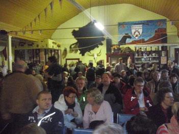 Foto: Jens Ch.  >>> Proppevoll war der Saal gefüllt