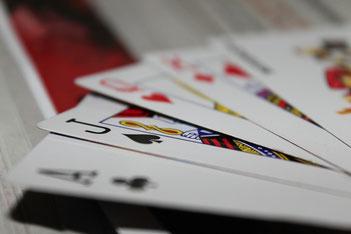 Pik, Ass, Pik-Ass, Karte, Spiel, Spielkarte, Karo-Dame, Karo, Dame, Treff, Kreuz, König, Junge, Herz  Ass, Pik, Junge, Bube, Queen, Königin, König, King, Joker, Herz, Treff, Kreuz