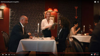 Ravienne Art Darstellerin - Screenshot, Imagefilm, Restaurant, Komparsin