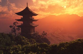 Buddhistische Pagode vor einem Berg