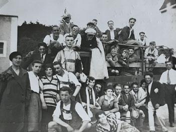 Die SpVgg Ziegetsdorf auf der Fahrt mit dem Lkw nach Sulzbach/Donau in der Saison 1930/31