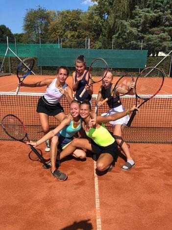 Juniorinnen U18 I von links oben: Alexia Boboc, Leandra Schierl, Hanna Busch, von links unten: Merit Wilke, Nina Horn
