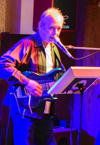 Bernd an der Gitarre