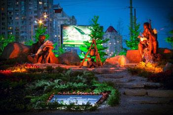 Памятник Воинам Великой Отечественной в ночном освещении